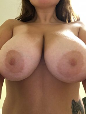 amateur photo Big tits and tan lines!