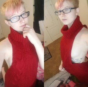 amateur photo VK Sweater + sideboob [self]