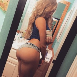 amateur photo Courtney Tailor