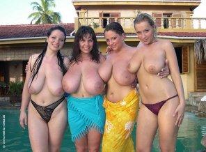 amateur photo Joanna Bliss, Milena Velba, Nadine Jansen & Dana Benn
