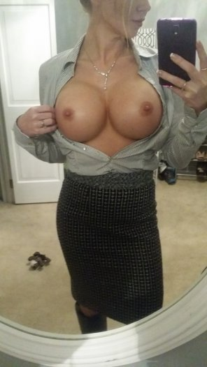 amateur photo Sharp dresser and amazing tits