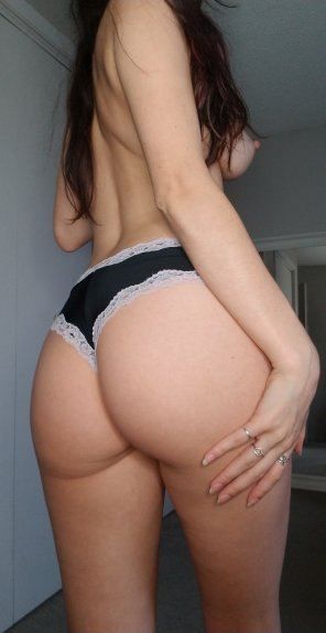 amateur photo my booty and some side boob :p