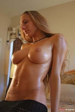 amateur photo Victoria Nelson oiled