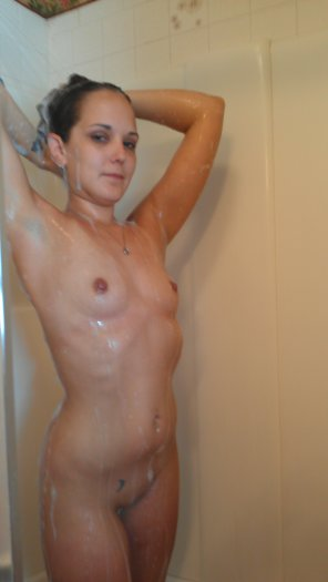 amateur photo PicturePetite brunette all wet