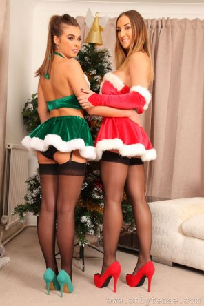amateur photo Stacey Poole and Sarah McDonald