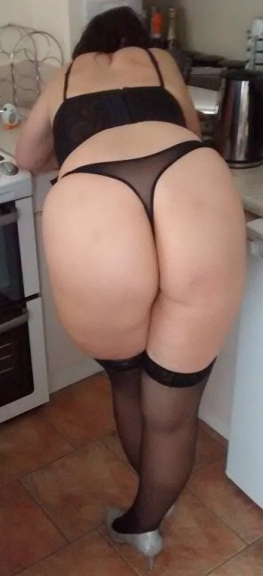 amateur photo Wide Hips, Black Thong