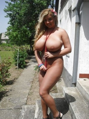 amateur photo Tan cutie goes nude and shows off her large tits