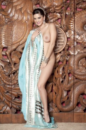 amateur photo Sunny Leone a Blue Sari