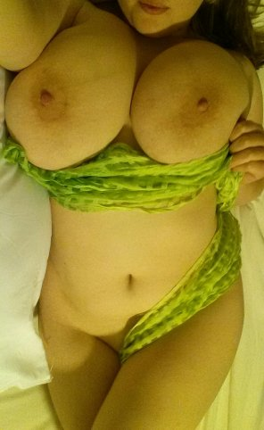 amateur photo green scarf