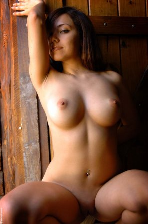 amateur photo Marie Luv Shaved Totally Shaved Brunette Logan with Puffy