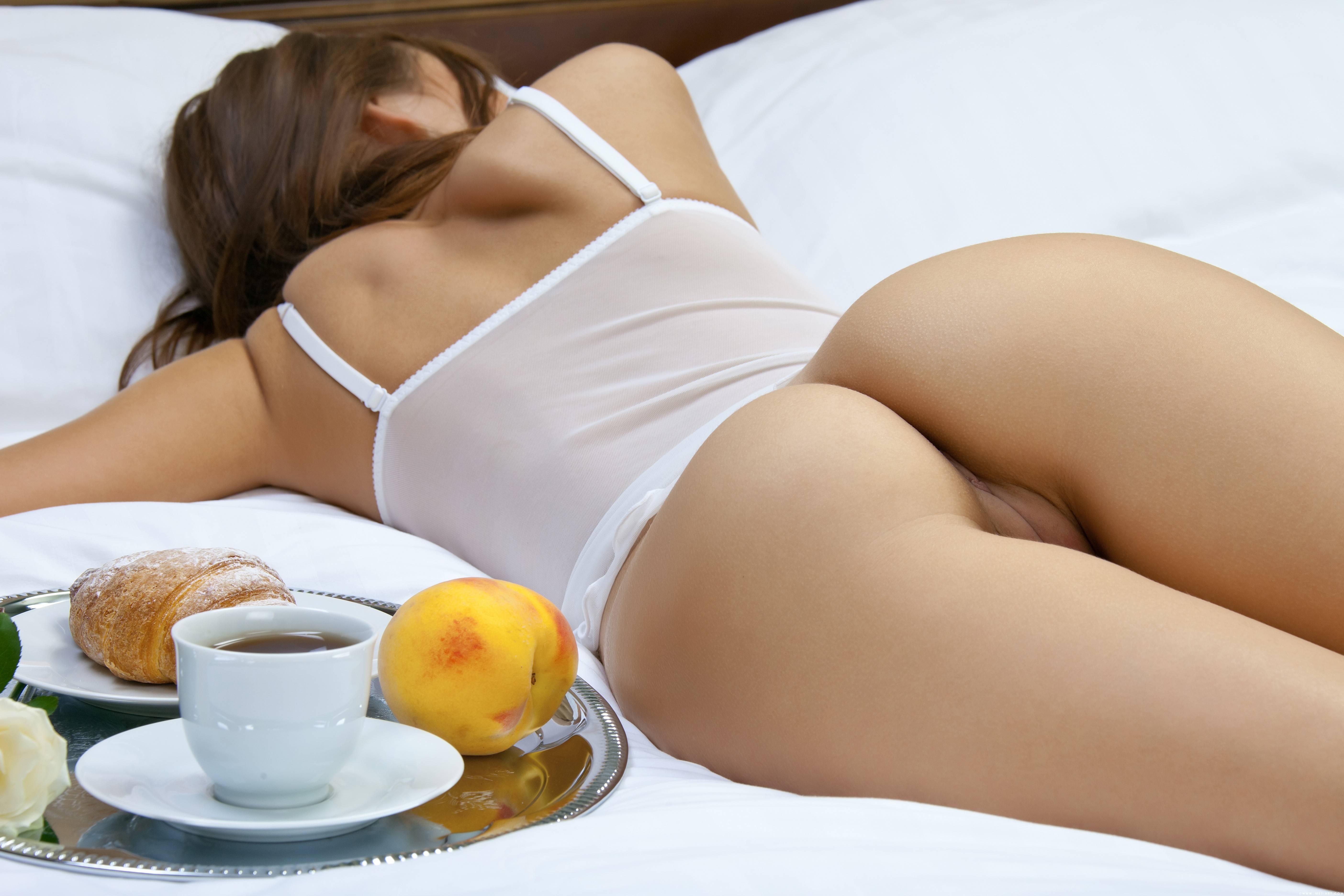 Завтрак в постель порно, огурцы в пиздах