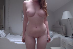 amateur photo curvy with a gap