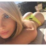 amateur photo Over the shoulder selfie