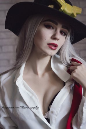 amateur photo [self] Oh Jesse ❤️ Main version of Ashe is good but sexy one is better! by Kanra_cosplay