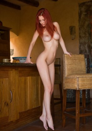 amateur photo Slender red-haired beauty on her tiptoes