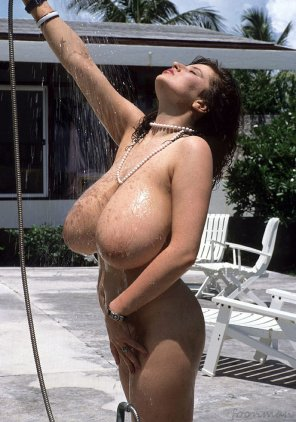 amateur photo Throwback to a 90s babe enjoying an outdoor shower