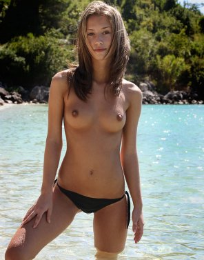 amateur photo Topless in the water