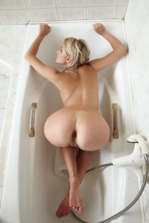 amateur photo In the bathtub