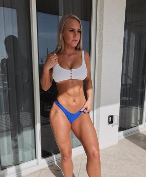 amateur photo Strong young babe