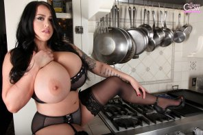 amateur photo Stove top babe!
