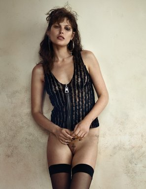 amateur photo Catherine McNeil, casually bottomless in Zoo Magazine #48, Sep. 2015