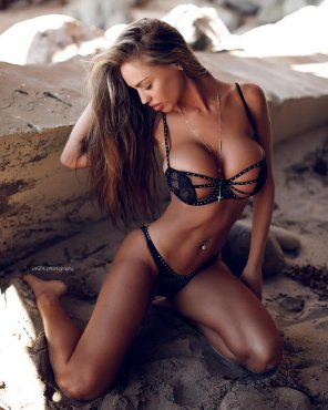 amateur photo Charlie Riina Ania