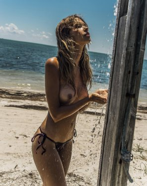 amateur photo Shower off the sand