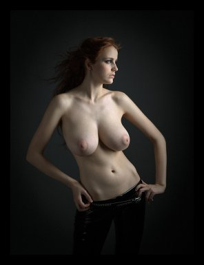 amateur photo topless redhead beauty