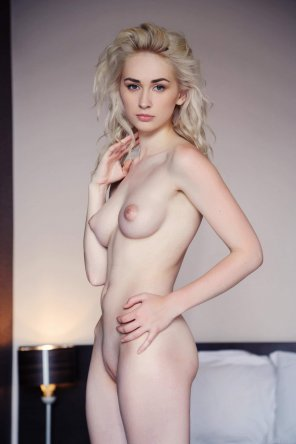 amateur photo Blonde with incredible curves