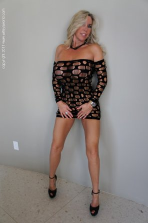 amateur photo Milf in a sexy black Dress