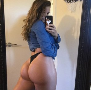 amateur photo Hungry Booty...