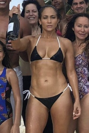 amateur photo 49 year old Jennifer Lopez