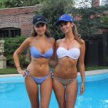 amateur photo Left or Right Sister?