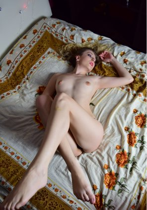 amateur photo [F] Beauty in bed...)
