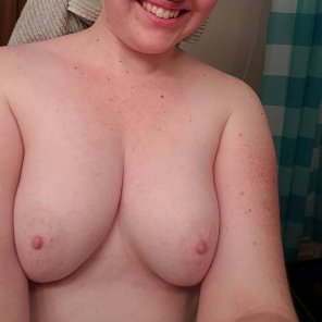 amateur photo GF Fresh out of the shower.