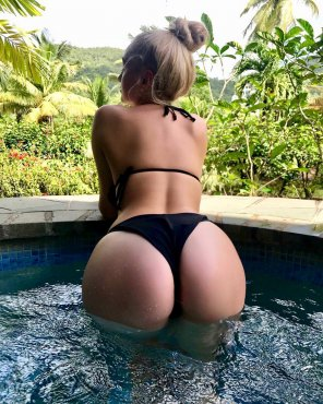 amateur photo Booty in St. Lucia