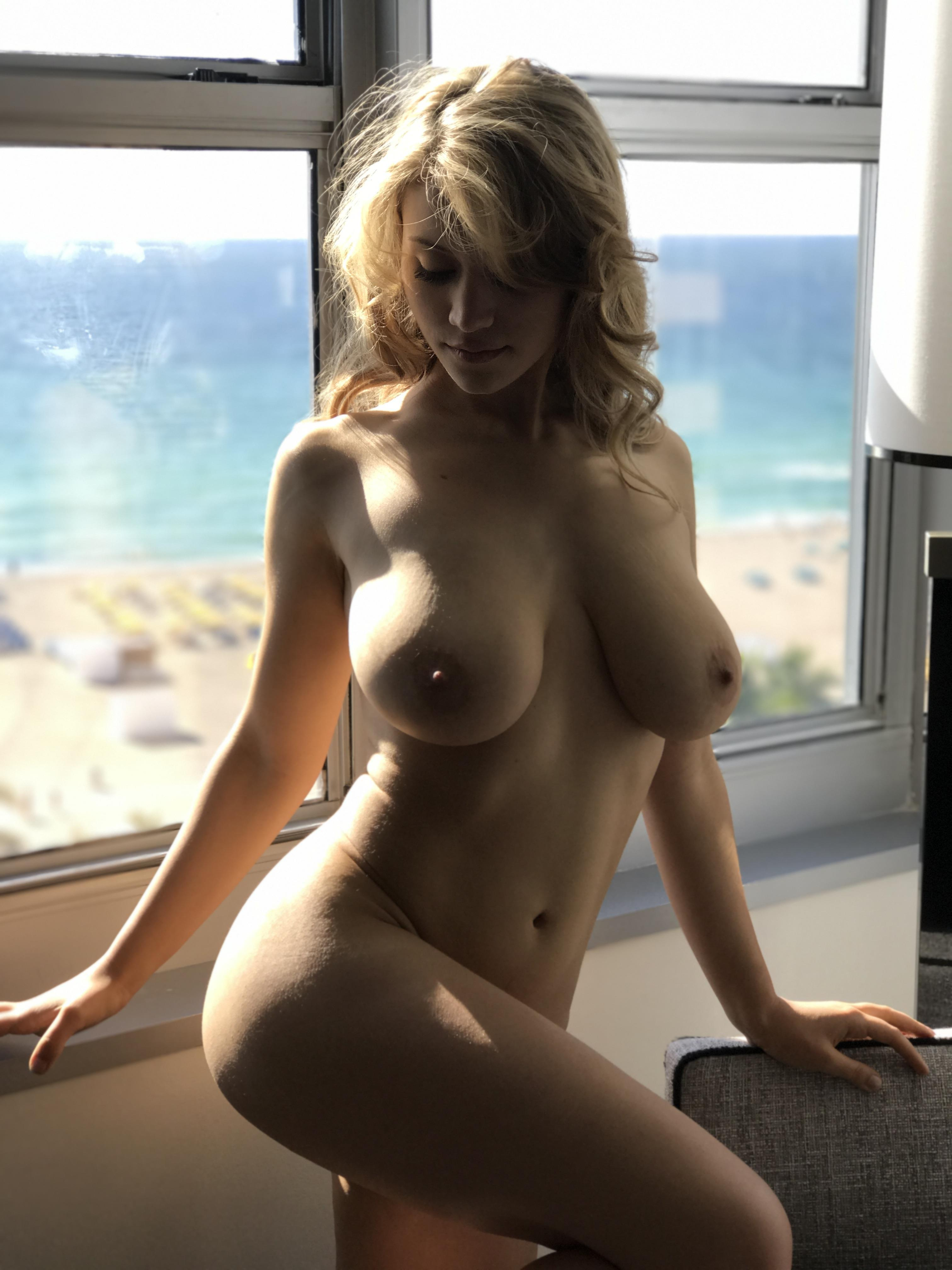Nude women in hollywood