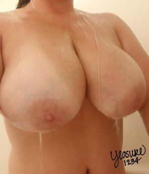 amateur photo Can never go wrong with some shower tits 💦