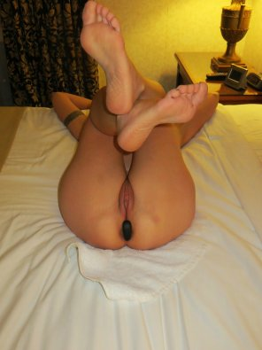 amateur photo MILF plug fun