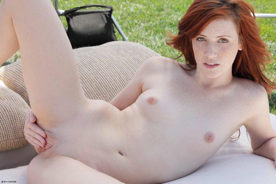 Slim and shady Porn Photo