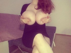 amateur photo Top-heavy redhead