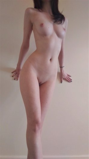 amateur photo She has an awesome body and a perfectly shaven pussy.