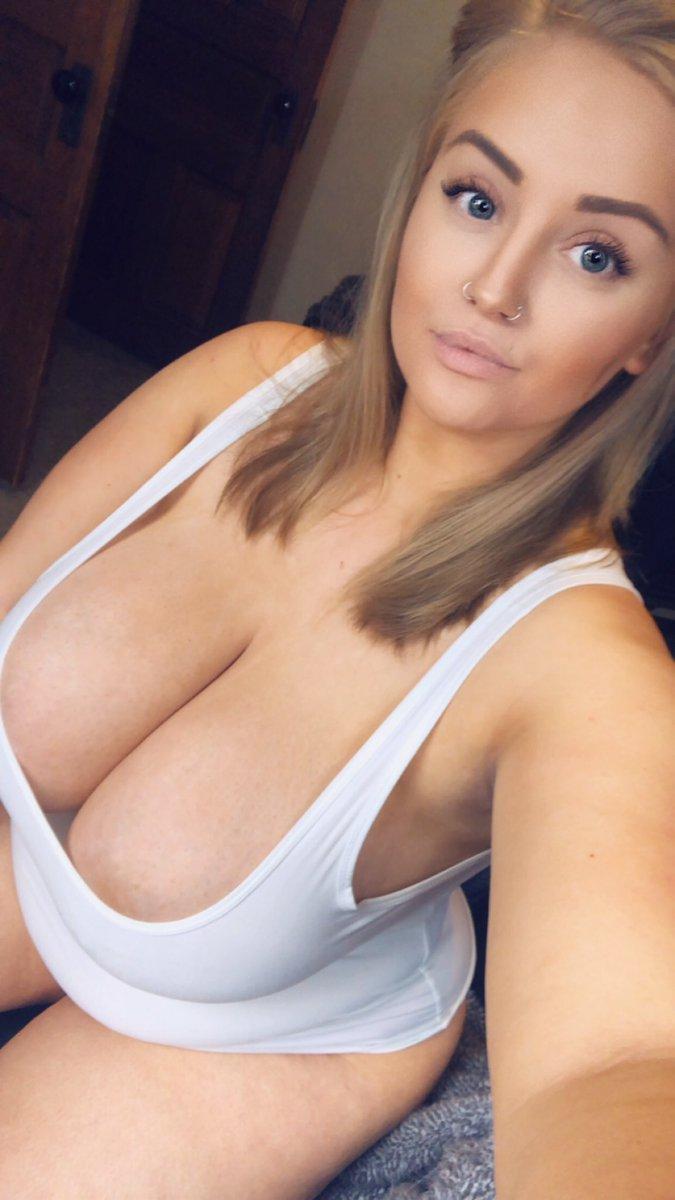 Nude sexy girls spreading