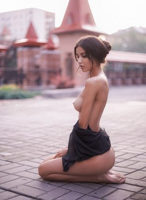 amateur photo Elegance on her knees