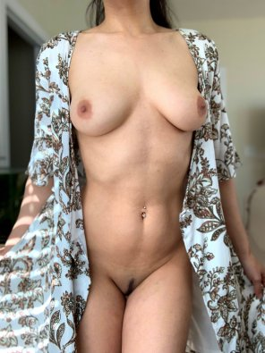 amateur photo 22 [F] I think I'll spend my day fantasizing and posing for the camera