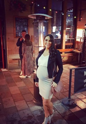 amateur photo Posing with her bump