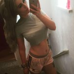 amateur photo Nice midriff