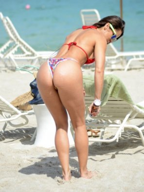 amateur photo Anais Zanotti thong on the beach
