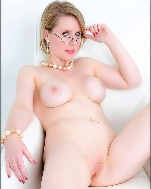 porcelain-skin-milf-nude-poses Porn Photo