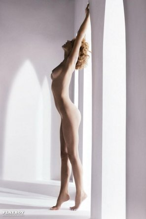 "amateur photo [NSFW] Eva Herzigova - Stretching out her full 5'11"""
